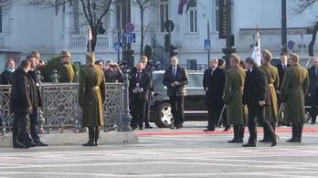 Putyin a Hősök terén: Jött, koszorúzott, ment
