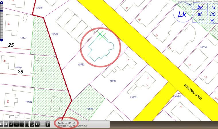 A Debrecen.hu térinformatikai rendszere szerint 190 négyzetméteres a ház alsó szintje.