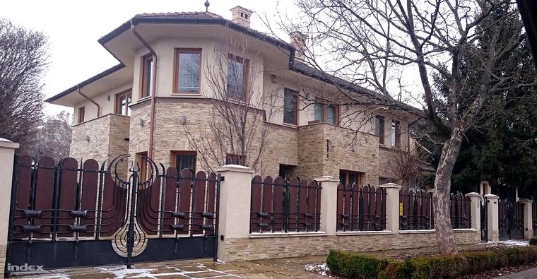 Kósa Lajos és felesége kétszintes debreceni háza