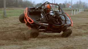 A terepjáró, amelyik nem jön le a padkáról és a másik, amelyikkel felborultunk - Opel Adam Rocks, Polaris RZR XP1000