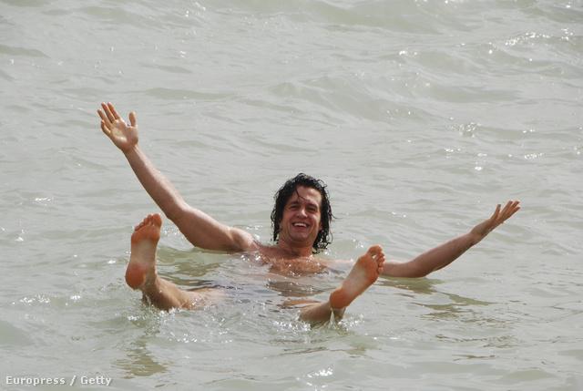 Lebegés a Holt-tengerben