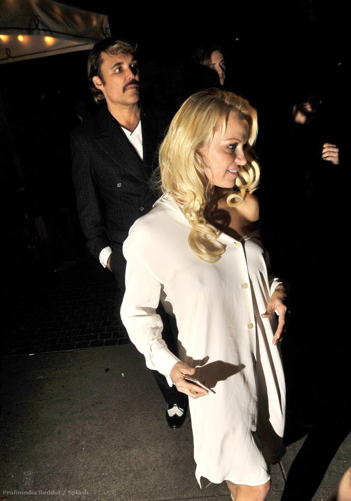 Bimbót a héten Pamela Anderson is mutatott.