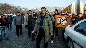 Két-három rendőr nem ellenfél - tüntetők zárhatják le az utakat a hétvégén