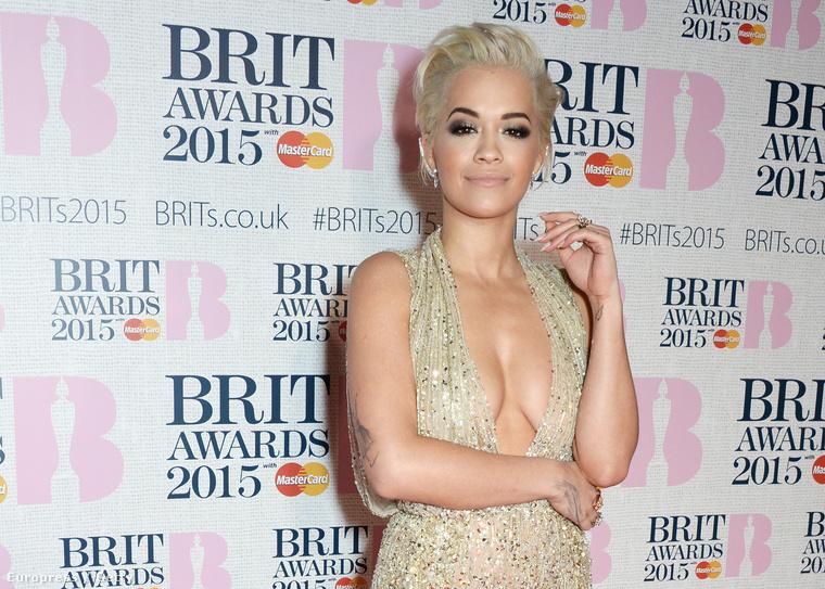 Rita Ora a BRIT Awards díjkiosztón február 25-én