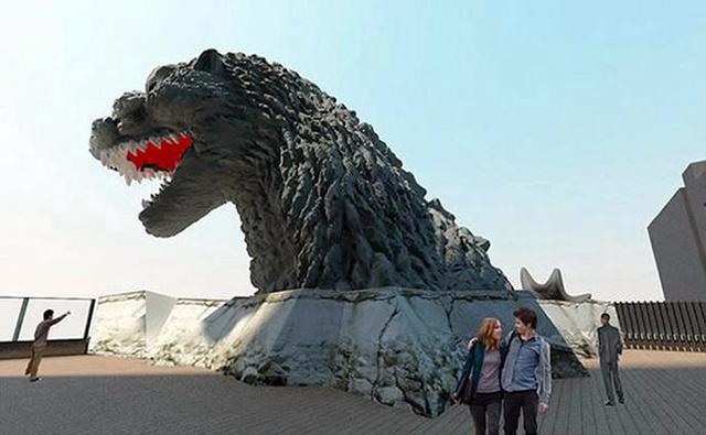 Godzilla feje a szálloda tetején