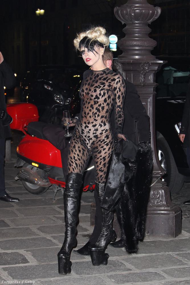 Vagy, amikor Lady Gaga egy átlátszó kezeslábasban indult bulikázni