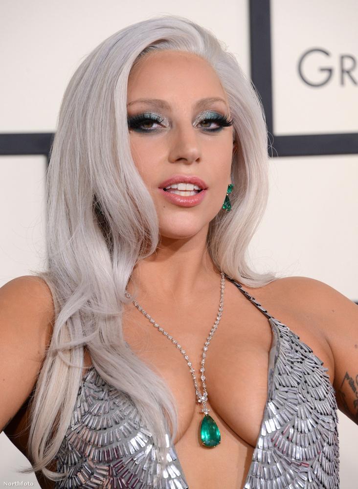 Az idei Grammyn elég sokat mutatott, de baromi csinosan