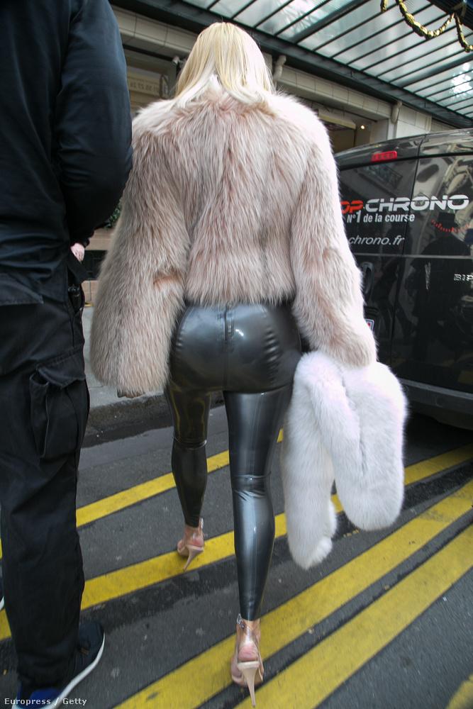 De ki érdekel a kabát, az új hajszín, ha ilyen nadrág fedi a világ leghíresebb seggét!