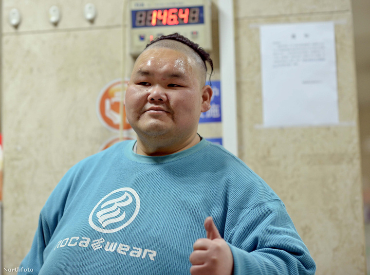 Sajnos nehéz követni, hogy éppen ki a világ legkövérebb embere, mert túlsúlyuk miatt sorra halnak a hájrekorderek