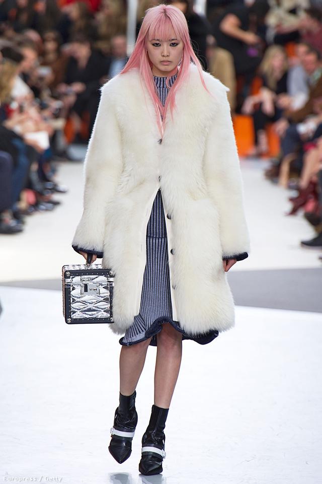 A Louis Vuittonnál divatba jön a fehér bunda.