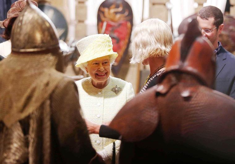 A Trónok harcát több helyszínen forgatják, Erzsébet királynő Belfastba látogatott el