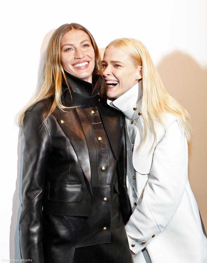 Gisele Bündchen és Carmen Kass éppen nagyon szeretik egymást