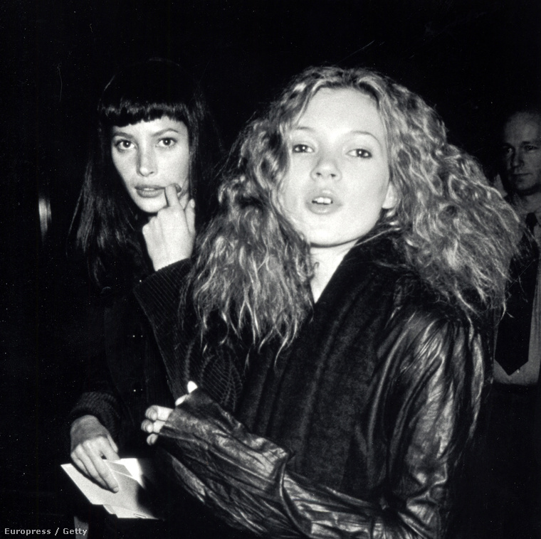 És végül még két klasszikus barát: Christy Turlington és Kate Moss