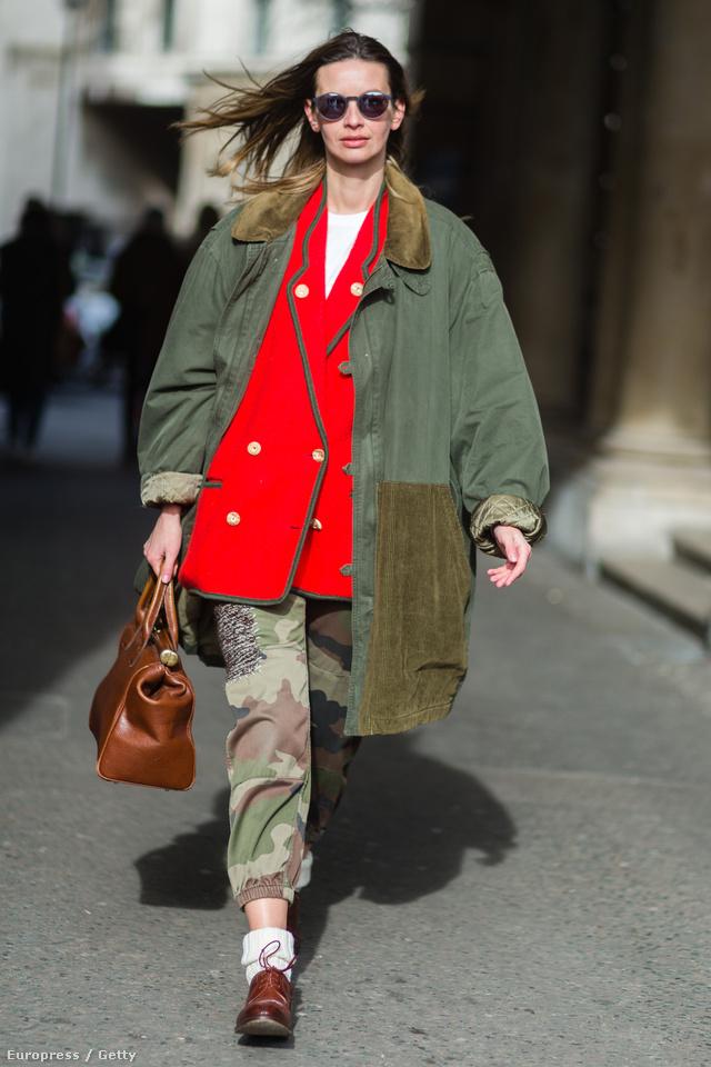 Clara Racz vintage ruhadarabokat válogatott össze magának a londoni divathétre.