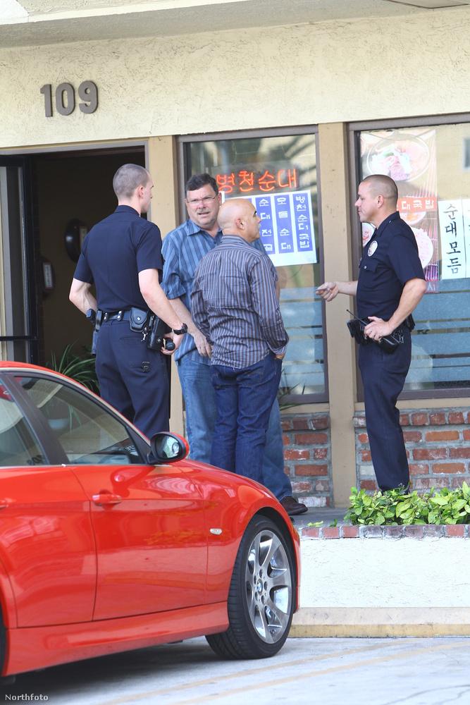Nem tudjuk, hogy ezen a képen zaklató-e valaki, de reméljük, igen, és a rendőrök elkapták.