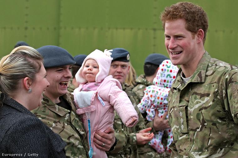 Szerencsére az imidzsre is adtak, Harry mellé még egy gyerek is fért a képre!