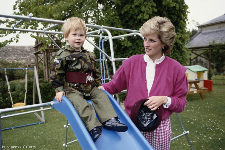 10 év szolgálat után leszerel a hadseregből Harry herceg, aki többek közt a brit légierő századosa, Diana hercegnő kisebbik fia, mellesleg a britek szerint a legszebb férfi az egész királyi családban