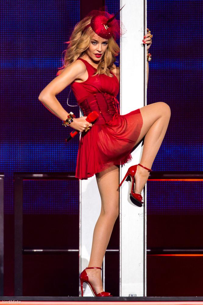 Viszonyítási alapnak egyébként ott van Madonna, aki tíz évvel idősebb Minogue-nál