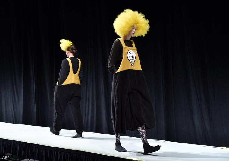 Tsutura úgy tervezte ruháit, hogy azt mozgásukban korlátozott emberek is hordhassák