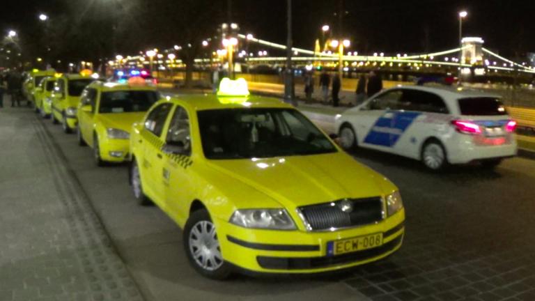 Ingyen fuvaroz az Uber, a taxisok tüntetnek és karambolokat vizionálnak