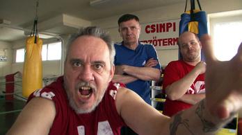 Káró vagyok, a beszélő bokszzsák, és kihívlak egy küzdelemre