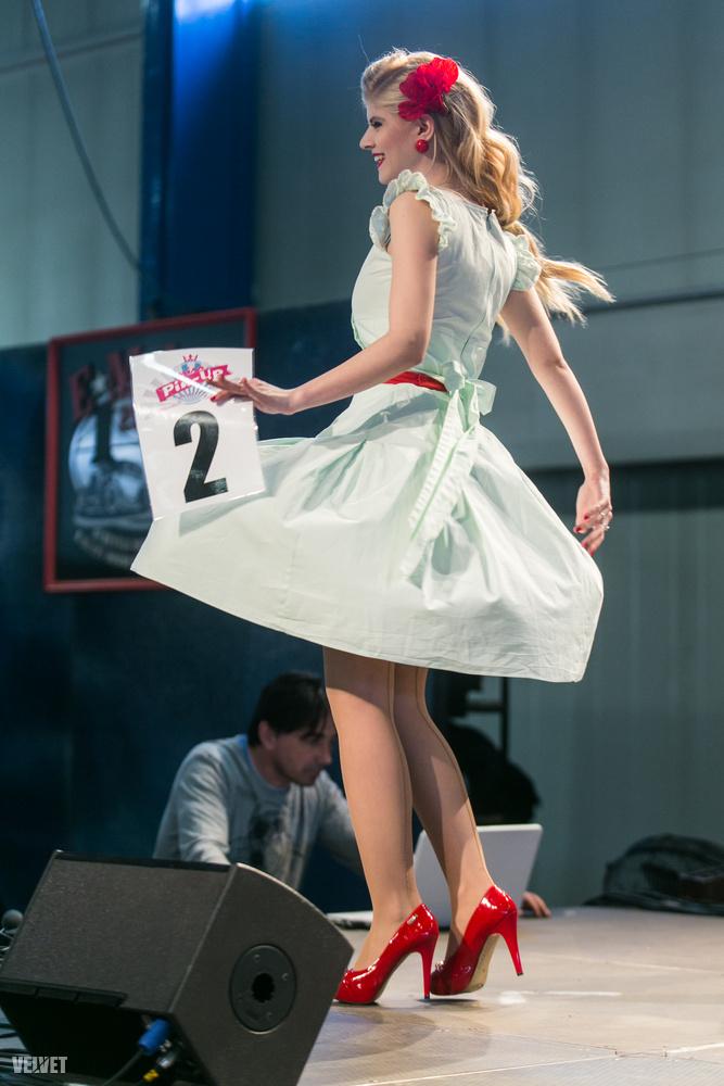 Az interneten is lehetett szavazni a lányokra, Tatyána lett a legszebb a netes szavazók szerint.