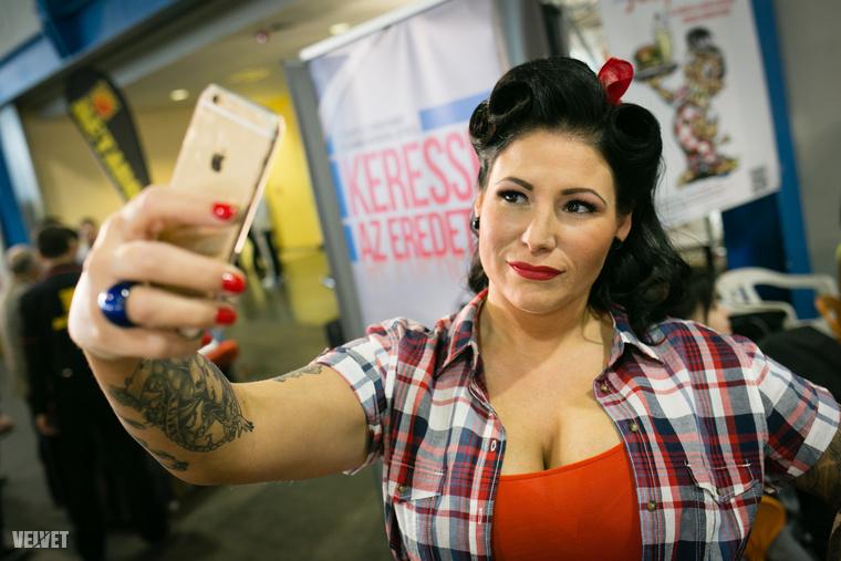 Tetoválások, tökéletes frizurák, sminkek és nőies idomok jellemezték a versenyt, amire több százan voltak kíváncsiak szombat délután