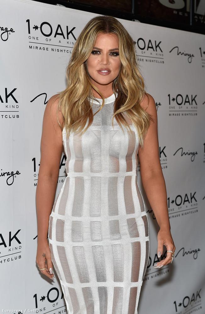 Az egyik Las Vegas-i klub, a 1 OAK  szombati buliján például ebben az áttetsző ruhában jelent meg