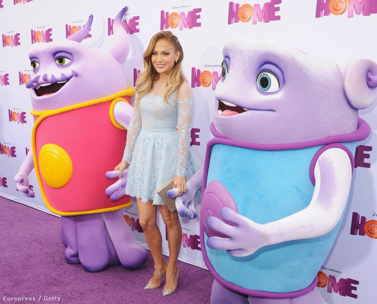 A Végre otthon! (Home) című rajzfilm egyik főszereplőjének Jennifer Lopez adja a hangját, ezért az énekesnő természetesen ott volt a rajzfilm bemutatóján is