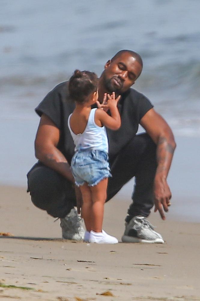 Kanye West, Kim Kardashian és kislányuk, North West vasárnap családi napot tartottak.