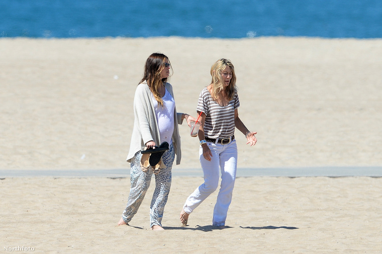 Jessica Biel hónapokig nem mutatkozott semmi nyilvános eseményen, és egyre gyanúsabb volt, hogy azért, gyereket vár.
