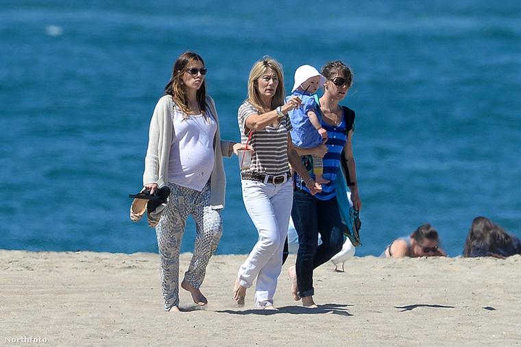 Jessica Biel végre nem rejtegeti terheshasát, bár már nem is nagyon tudná, mert ahhoz már túlságosan is nagy