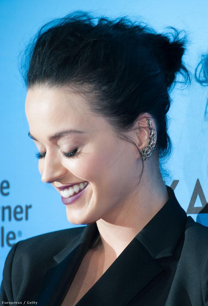 Katy Perry a saját turnéfilmjének Los Angeles-i bemutatóján járt