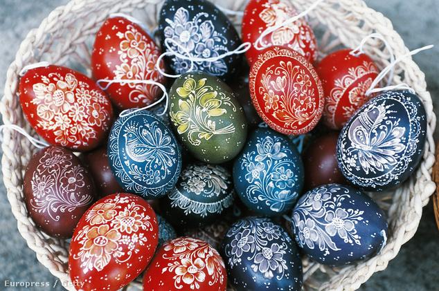 Iparművészi segédlettel mi is gyárthatunk hímes tojást a hétvégén