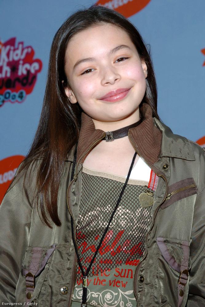 Miranda CosgroveCosgrove tízéves volt a film idején, ő volt a zenekar menedzsere.