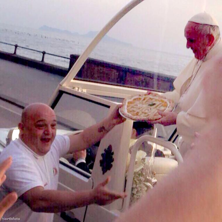 És búcsúzzunk a héttől a pizzás Ferenc pápával! Viszlát!