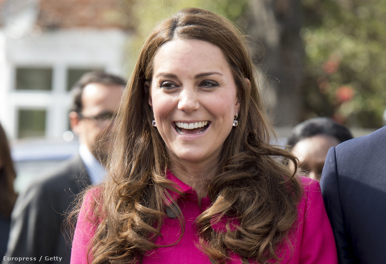 Kate Middleton, vagyis Katalin hercegné ma Londonban mutatta meg magát és terheshasát, méghozzá utoljára, ugyanis most egy időre elvonul, és legközelebb csak akkor láthatjuk majd, miután megszülte második gyerekét.