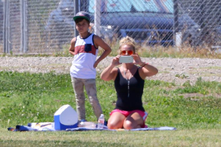 Spears fényképezett, de nem azokat, akik őt fotózták