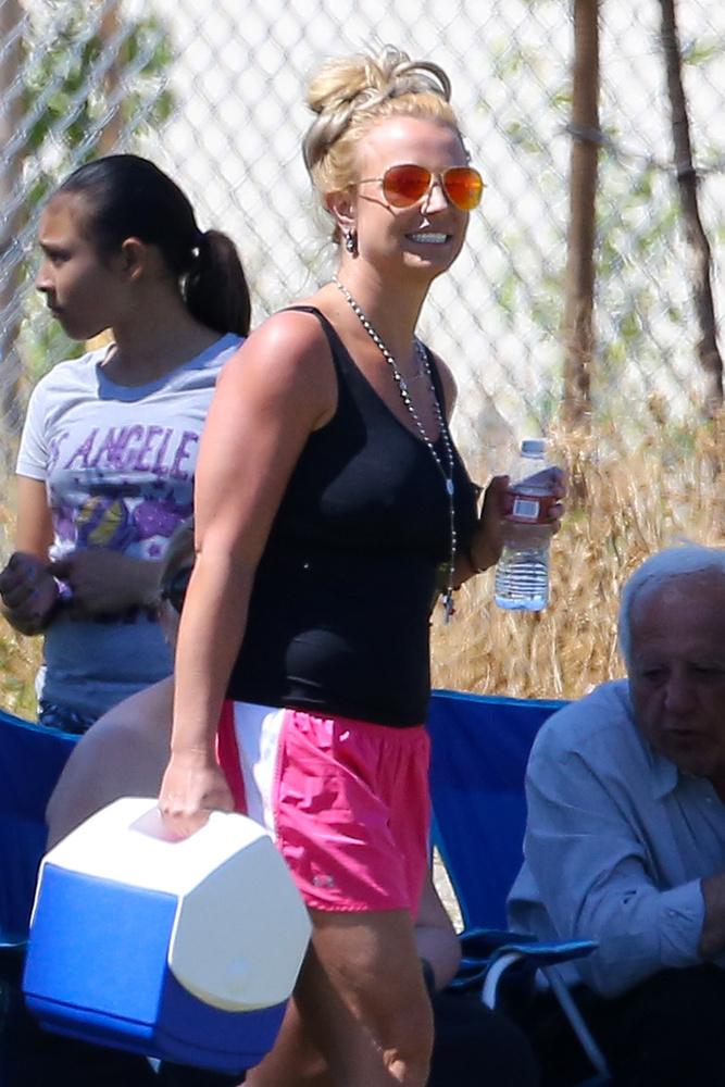 Britney Spears nagyon boldog, legyen ön is az! Persze volt apropó, a fia focimeccsén szurkolt