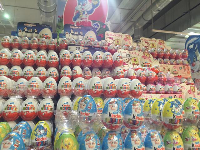 Klasszikus Kinder tojások is vannak.