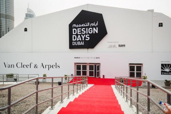 Vörös szőnyegen érkezhettek a látogatók az eseményre.