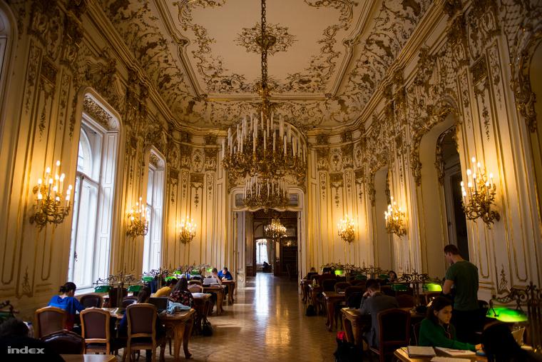 A Szabó Ervin Könyvtárdíszes főépületének olvasóterme az egykori Wenckheim-palotában