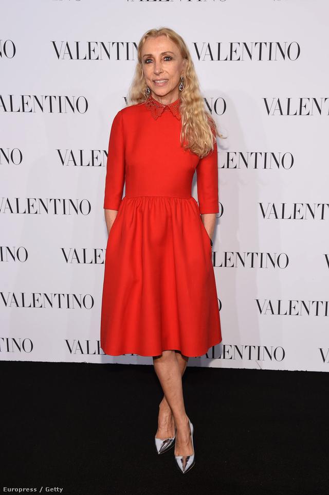 Az idén 65 éves olasz újságírónő 1988 óta dolgozik a Vogue Italiánál. A filozófiából és germán nyelvből is diplomát szerző Sozzani a Vogue Bambininál kezdte a karrierjét 1976-ban, majd 1980-1982 között szerkesztette a Lei és a Per Lui magazinokat is. A Condé Nast vezetősége 1994-ben nevezte ki az olasz kiadás főszerkesztőjének.