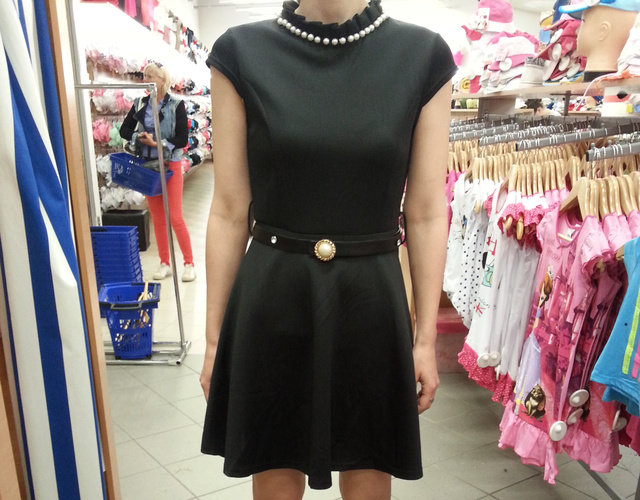 Asia Center: ez a műszálas ruha 3500 forint.
