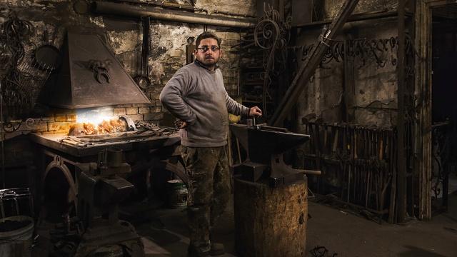 Kulcsár Bence, a Nemzeti Múzeum mellett található kovácsműhely tulajdonosa