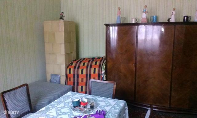 Sajnos a bútorokról nem sikerült megegyezni a tulajdonosokkal, a cserépkályha bontásra került.