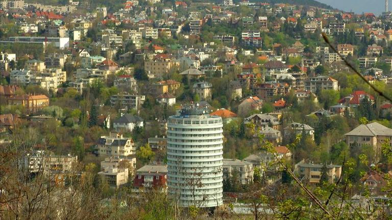 Rózsadomb nem a legdrágább városrész Budapesten. Még a kerületében sem. Ám van, amiben simán veri a szomszédait