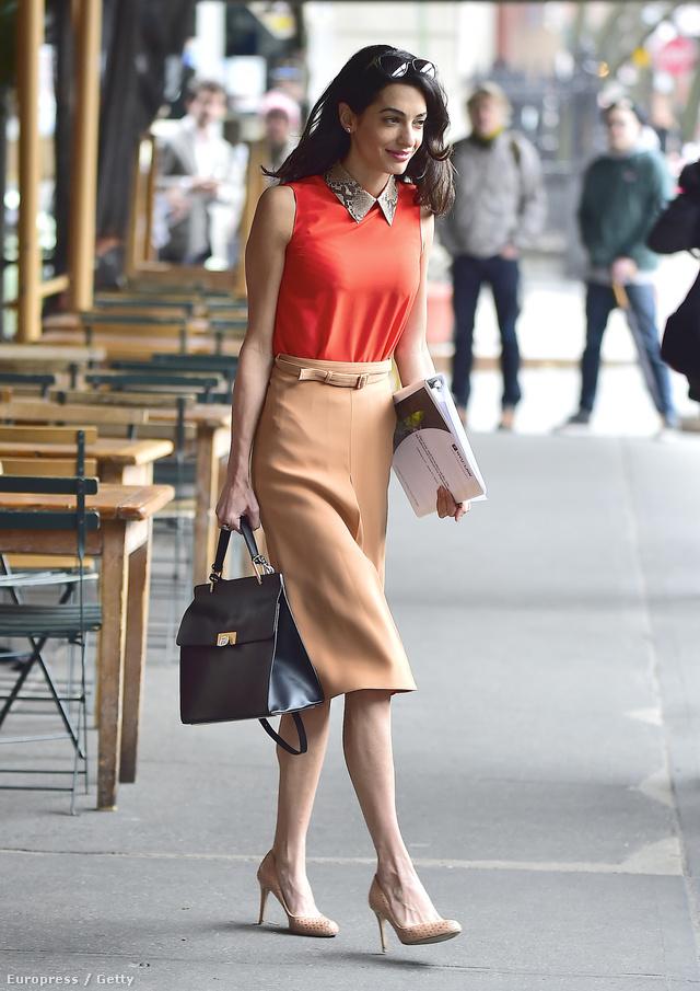 2015. április 7-e, munkaebéd New YorkbanFelső, szoknya: Gucci, 241 500 forint, 205 800 forintTáska: Balenciaga, 588 000 forintCipő: LK Bennett, 115 500 forintÖsszesen: 1 150 800 forint