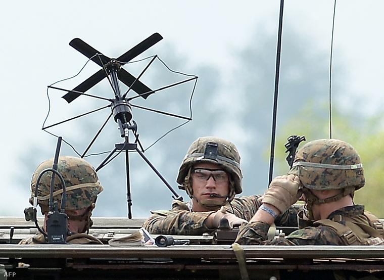 Amerikai tengerészgyalogosok hadgyakorlaton a Fülöp-szigeteken