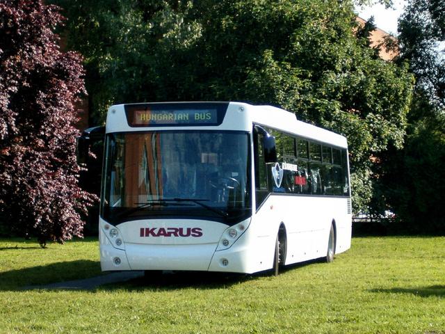 A Hungarian Bus HB 122L a bemutató napján. Ekkor a kocsiban még nem volt hajtáslánc